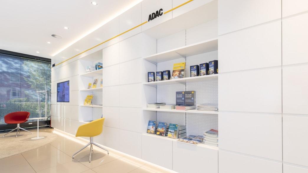 Innenansicht ADAC Geschäftsstelle & Reisebüro Lüneburg