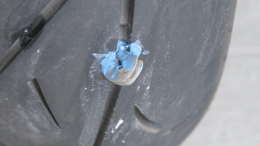 In einen Reifen eingeführrer Reparaturnagel