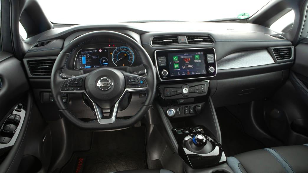 Cockpit des Nissan Leaf