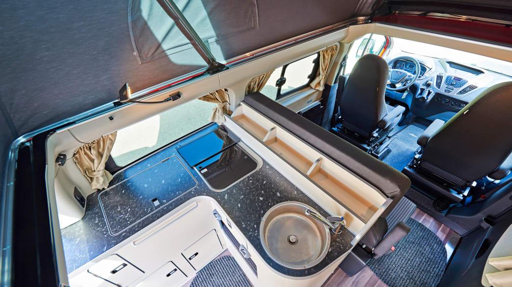 Innenraum eines Ford Nugget