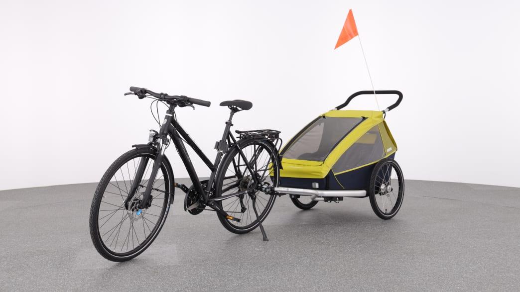 Produktabbildung eines Fahrrades mit schwarz gelben Anhänger