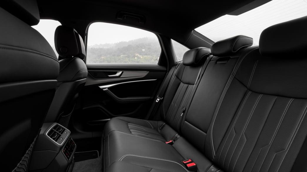 Rueckbank eines schwarzen Audi A6