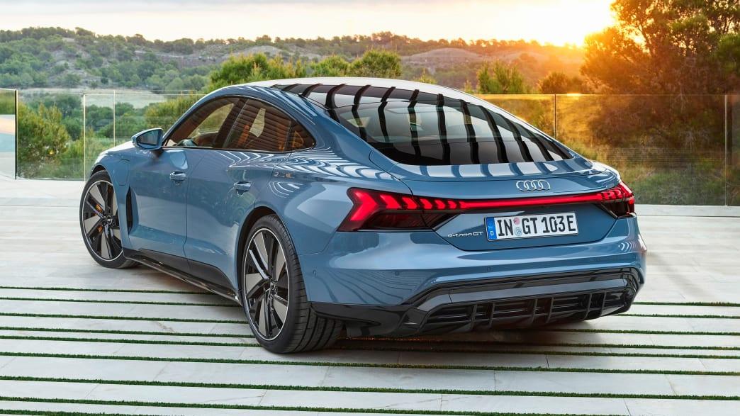 Heck- und Seitenansicht des Audi e-tron GT