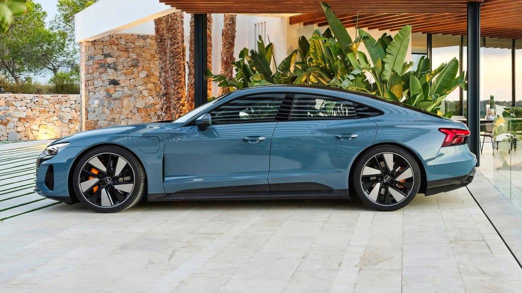 Seitenansicht des Audi e-tron GT  stehend