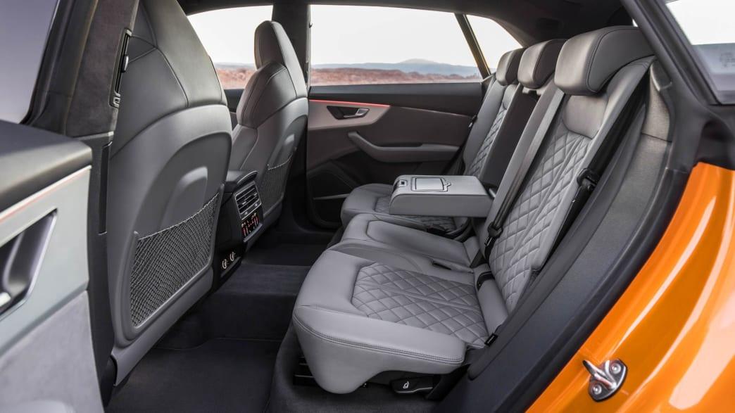 Der Rücksitzbank in Leder eines Audi Q8 Coupe in Drachenorange