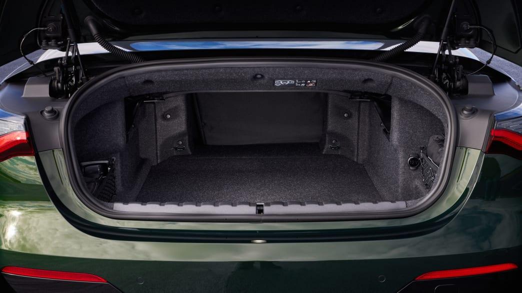 Einsicht in den Kofferraum eines BMW 4er Cabrio