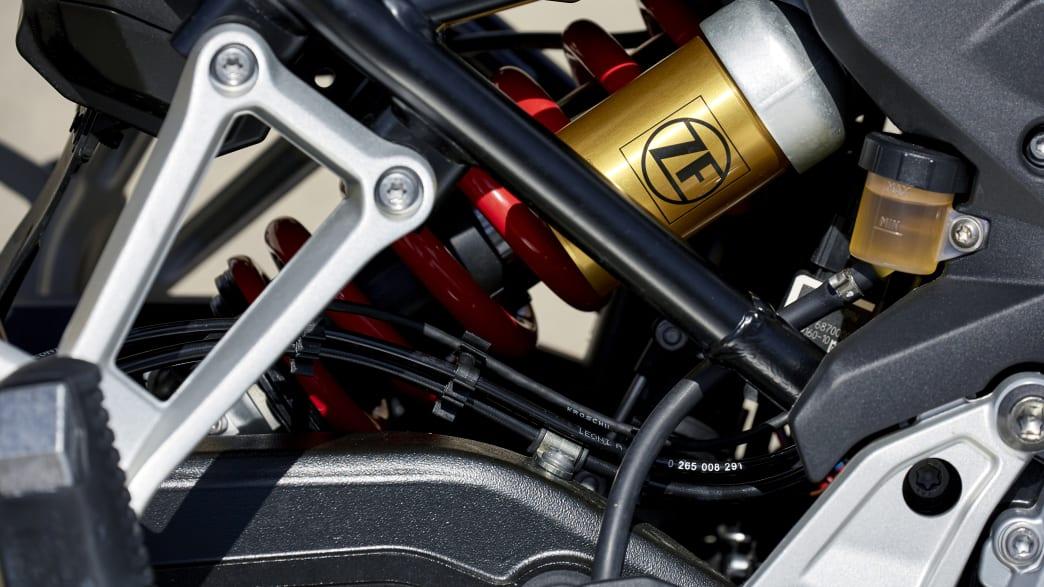 Close up der Fahrwerkskomponenten der BMW F850 GS