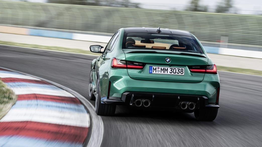 BMW M3 fahrend von hinten