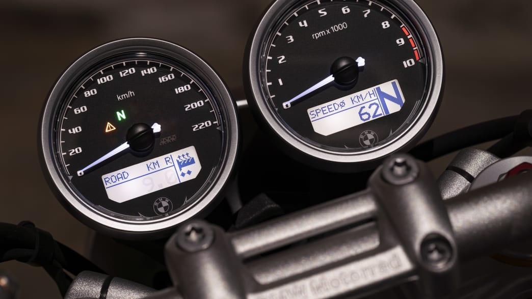 Tacho und Drehzahlmesser des Motorrades BMW R nine T