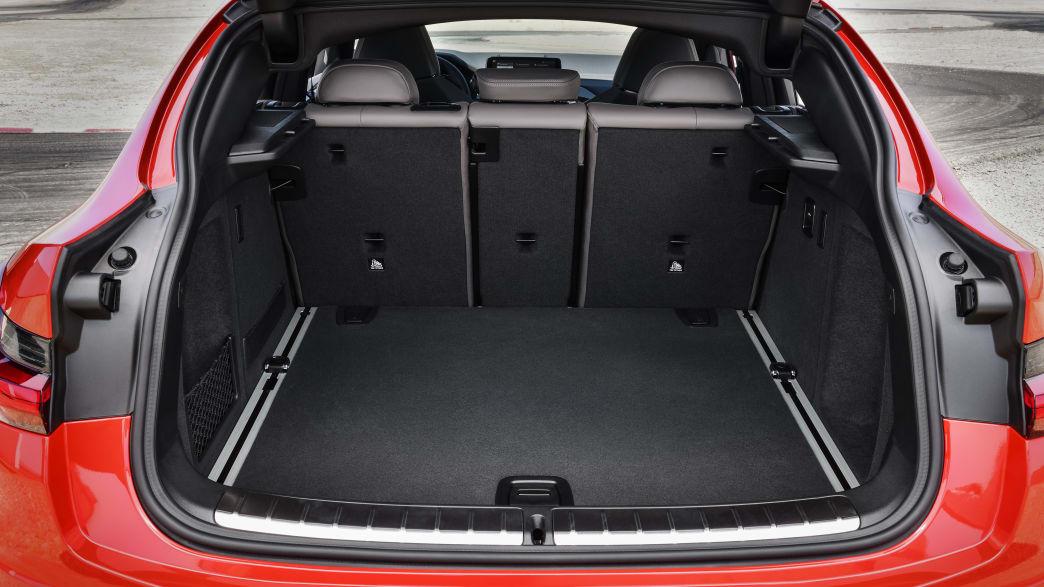 Kofferraum eines roten BMW X4