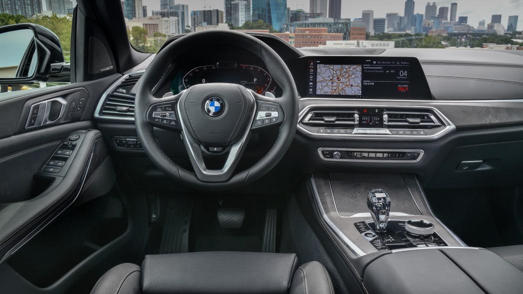Cockpit eines X5 BMW Models von 2018