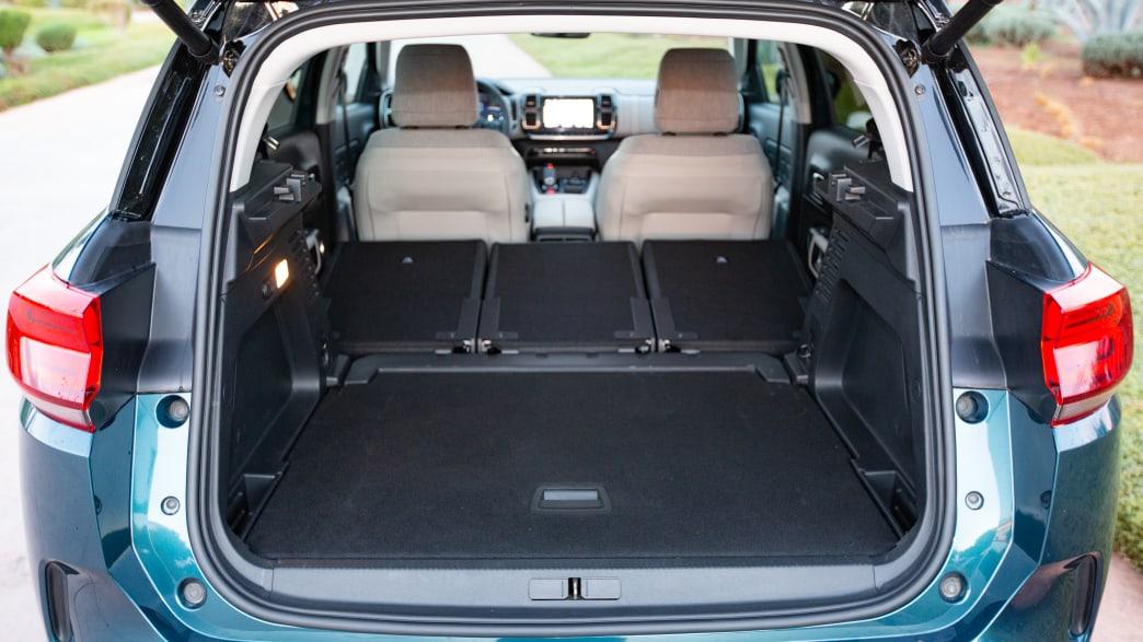 Kofferraum eines blauen Citroen Aircross