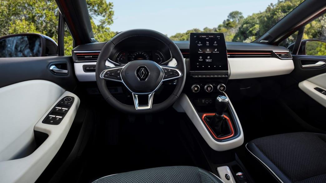 Cockpit eines Renault Clio