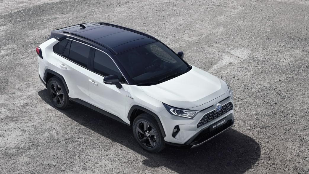 Draufsicht auf einen weissen Toyota RAV 4