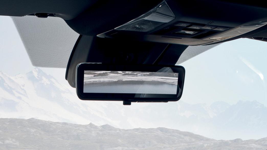 Rückspiegel eines Toyota RAV 4
