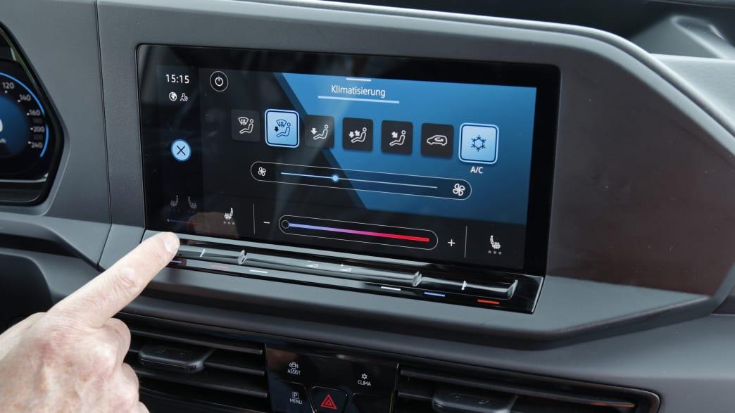 Elektronisches Display der Armatur eines VW Caddy