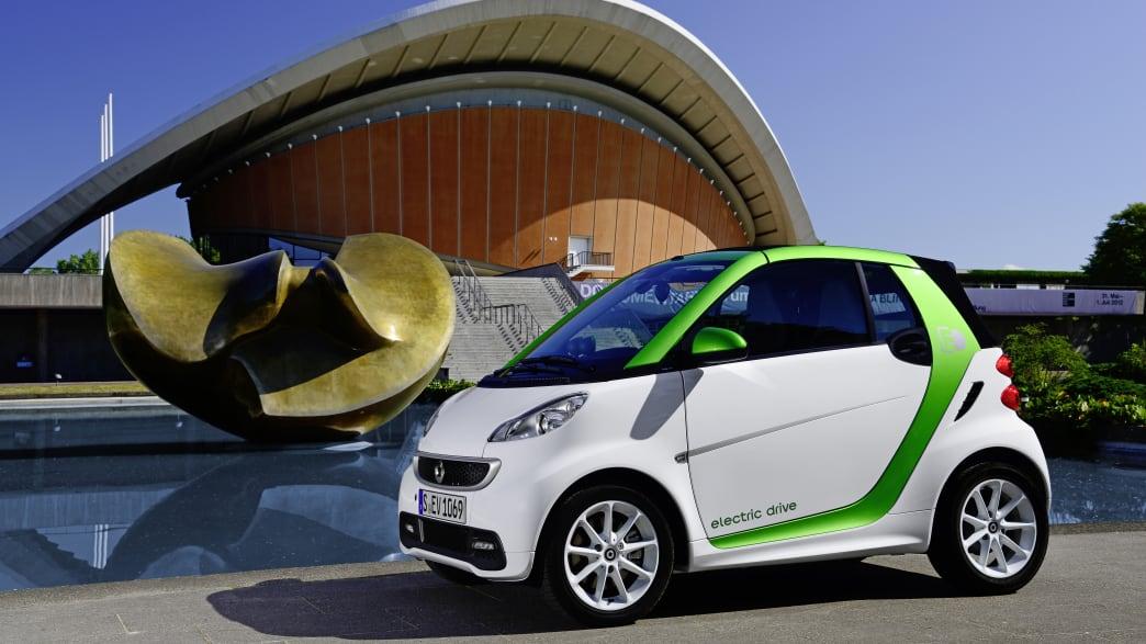 Smart ForTwo Electric stehend von der Seite