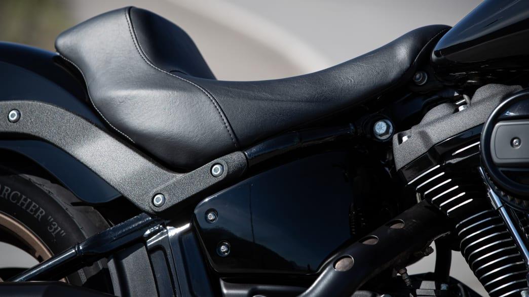 Nahaufnahme vom Sitz der Harley Davidson Low Rider S