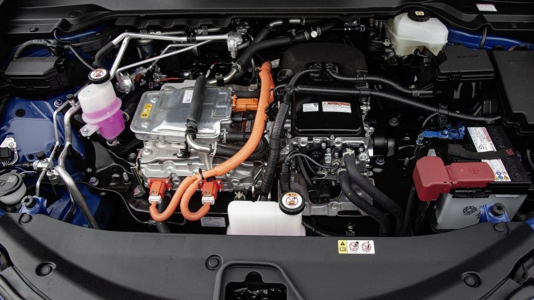 Der Lexus 300E fährt mit Strom