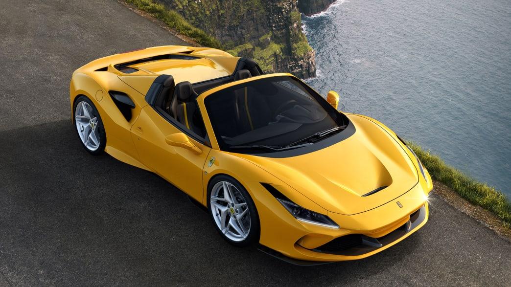Draufsicht auf einen stehenden Ferrari F8 Spider