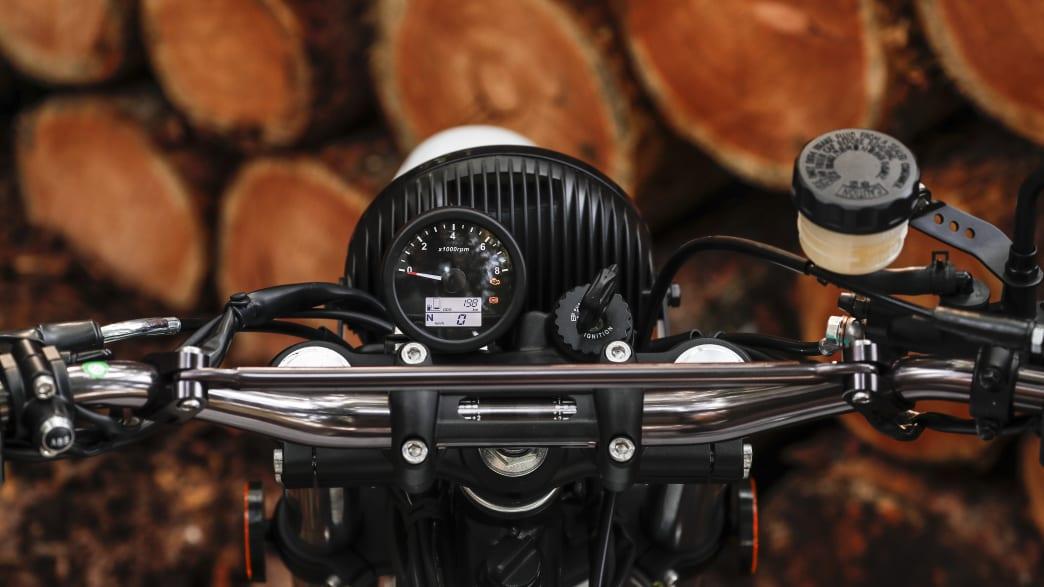 Lenker mit Anzeigen vom Motorrad Mash X-Ride 650