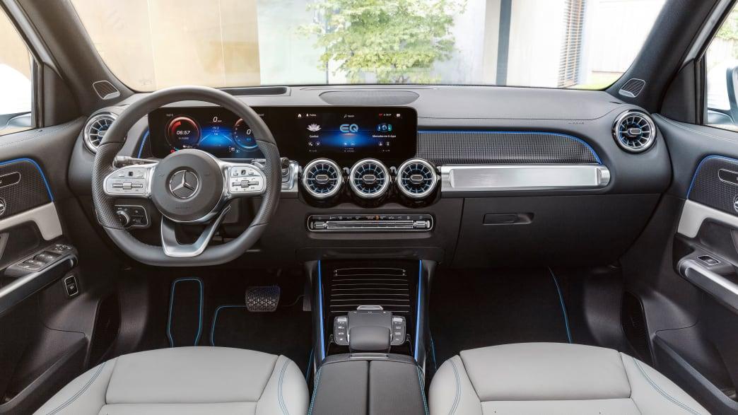 Cockpit eines Mercedes EQB