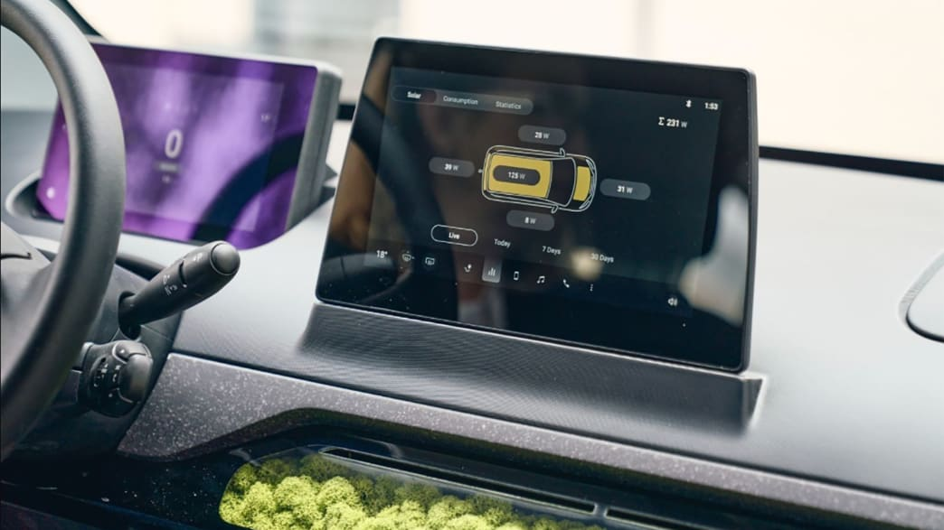 Solar Charging Display im Sono Motors Sion