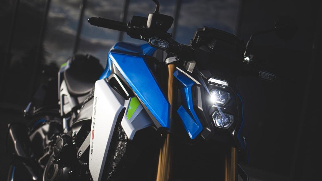 Scheinwerferdetail einer Suzuki GSX-S 1000