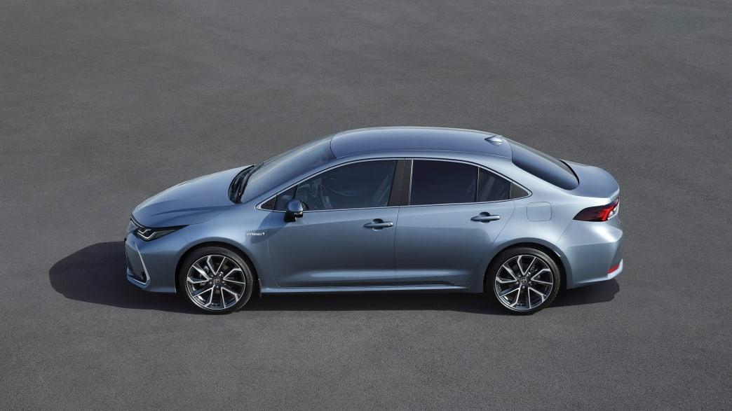 silberner Toyota Corolla