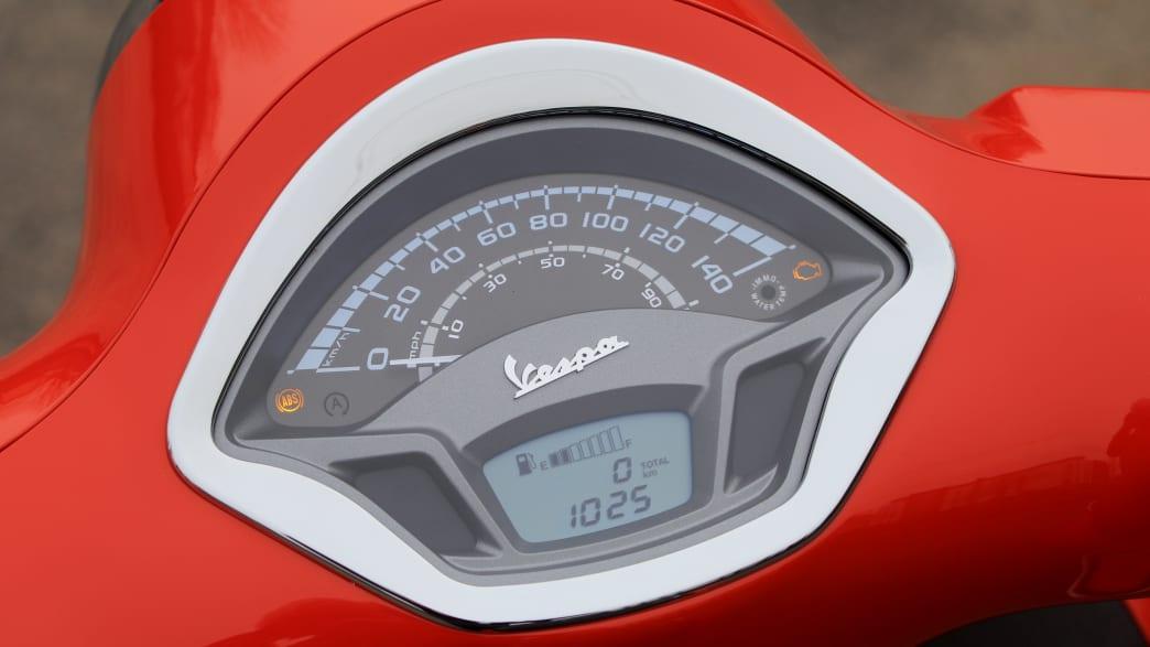 Das Display der Vespa GTS 125