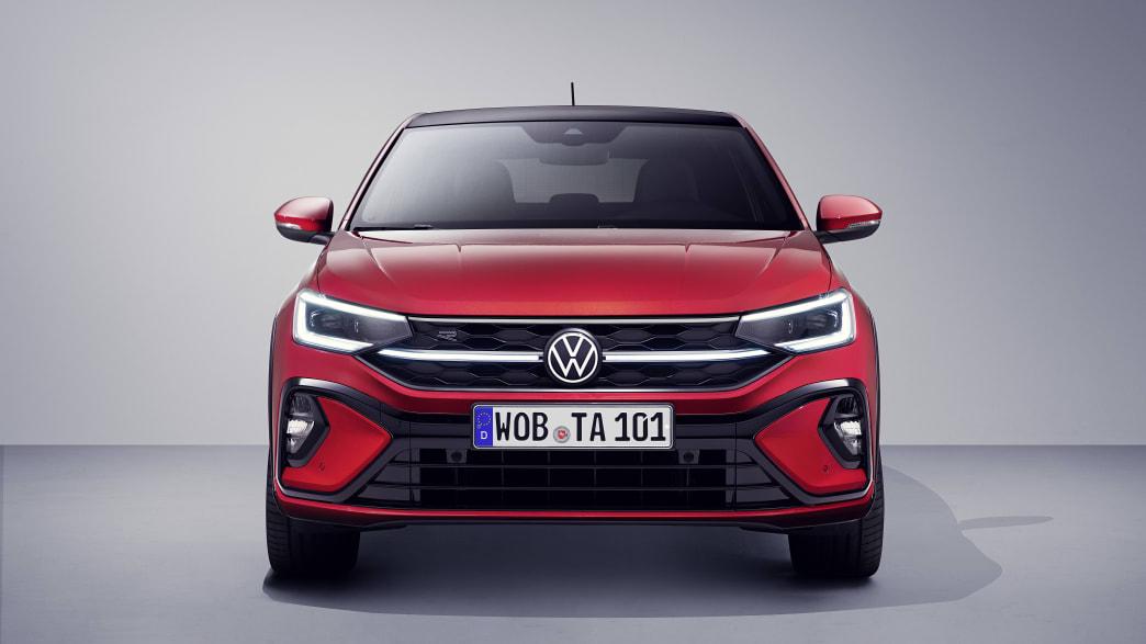 Der VW Taigo in rot von vorne zu sehen