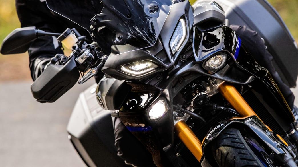 Scheinwerferdetail einer Yamaha Tracer 9 GT