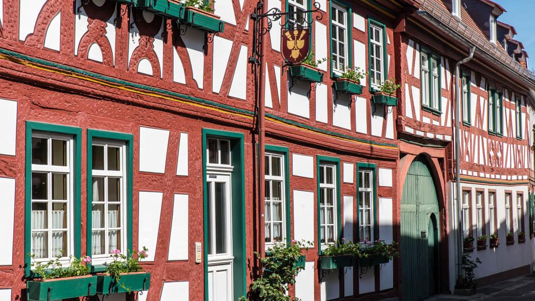 Häuserzeile mit Fachwerkhäusern
