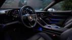 Cockpit eines Porsche Taycan