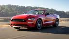 Frontansicht eines fahrenden Ford Mustangs