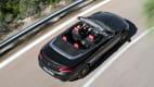 Draufsicht auf eine Mercedes C-Klasse Cabrio