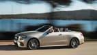 Seitenansicht des Mercedes E-Klasse Cabrios fahrend
