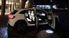 Mercedes EQA mit offenen Türen