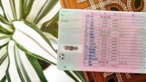 Rückseite eines Führerscheins mit Schlüsselzahlen