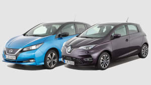 Nissan Leaf und Renault Zoe stehen nebeneinander