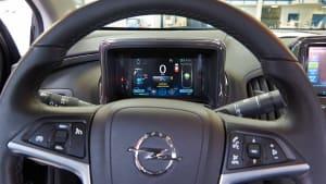 Kontrollleuchten im Cockpit eines Opels