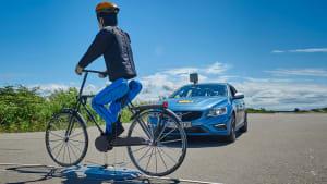 ADAC Test Notbremsassistent Bremsassistent Bremsweg vor Fahrrad Fahrradfahrer