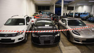 Behoerdenfahrzeuge stehen zur Versteigerung bereit