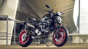 Front- und Seitenansicht der Ducati Monster