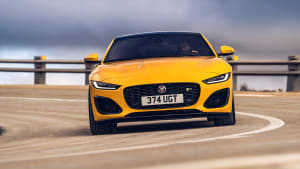 Frontansicht des Jaguar F-Type fahrend
