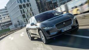 Jaguar I-Pace fahrend von vorne