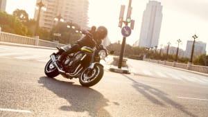 die Kawasaki Z 900 RS von der Seite