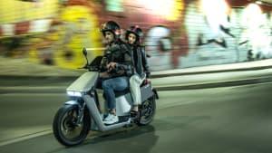 Roller Neuheit 2022 Wow Scooter in Fahrt