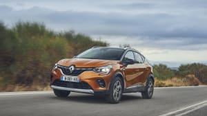 oranger Renault Captur fahrend