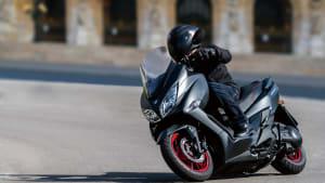 Der Scooter von Suzuki Burgman in Fahrt